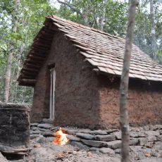 Hütte mit selbst hergestellten Werkzeugen erstellen